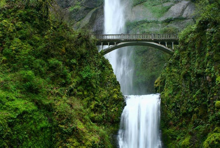 0_new Columbia Gorge Waterfall Portland