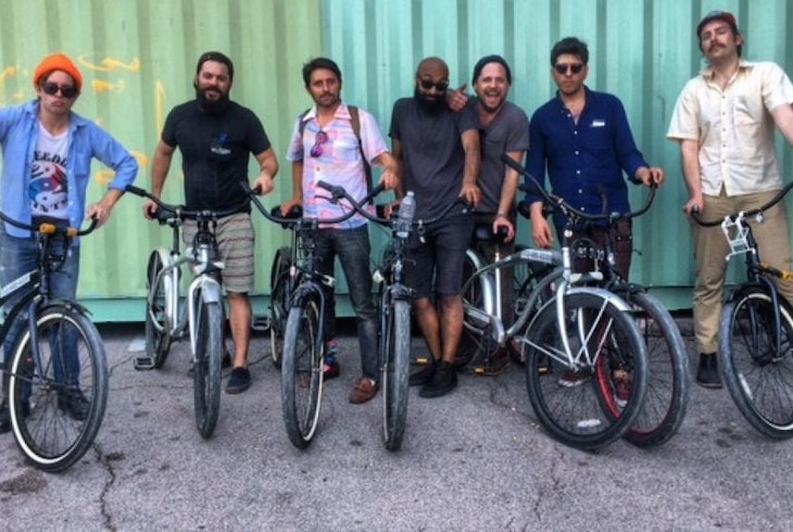 Barton Springs Bike Rentals And Tours Rainey Street Pub Crawl Experience Hybrid Bike Tour