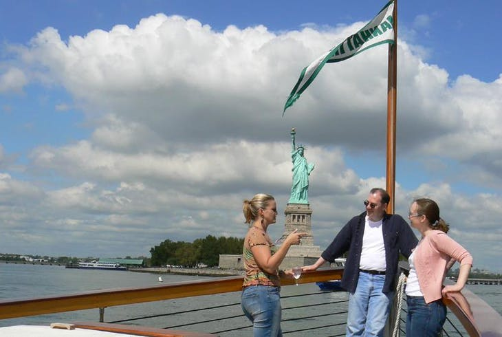 Classic Harbor Line Statue And Skyline Sightseeing Cruise