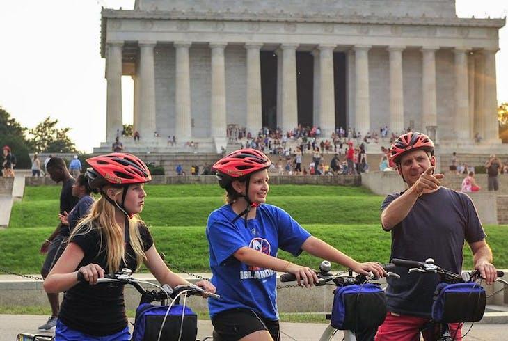 Unlimited Biking DC Monuments At Nite Bike Tour