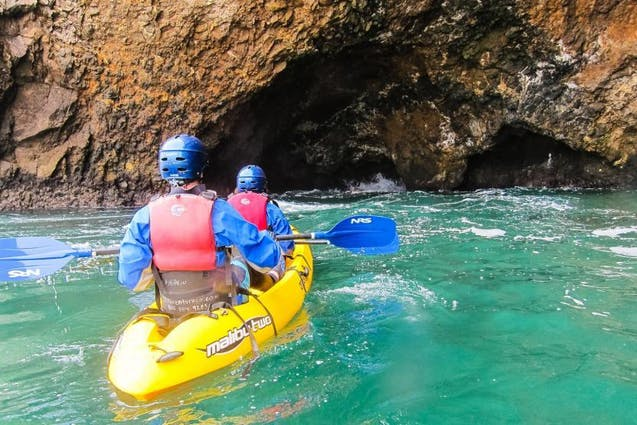 sea-cave-kayak-los-angeles-date-ideas-vimbly