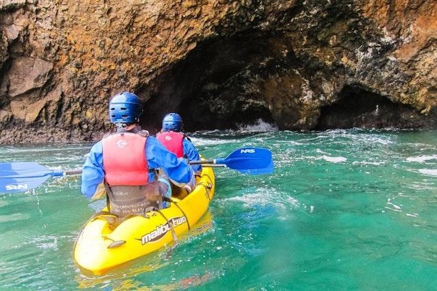 sea-cave-kayak-los-angeles-date-ideas-vimbly