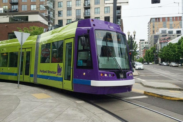 downtown-portland-date-ideas-coffee-streetcar-vimbly