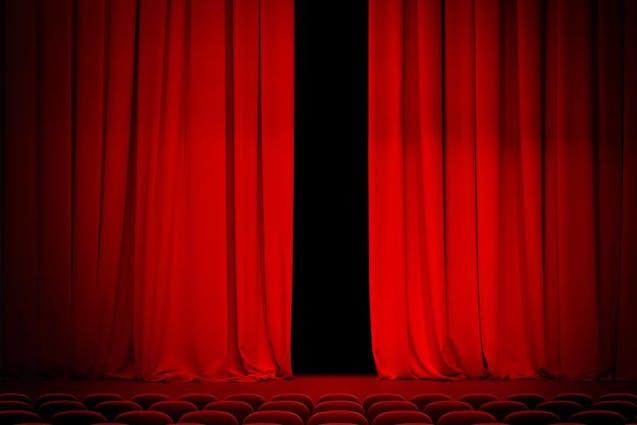 comedy-show-chicago-date-ideas-vimbly