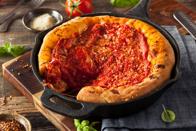 pizza-making-deep-dish-chicago-vimbly