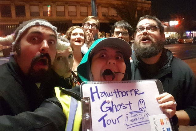 downtown-portland-date-ideas-ghost-tour-vimbly