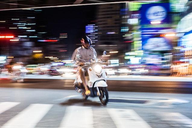 chicago-weird-tours-moped