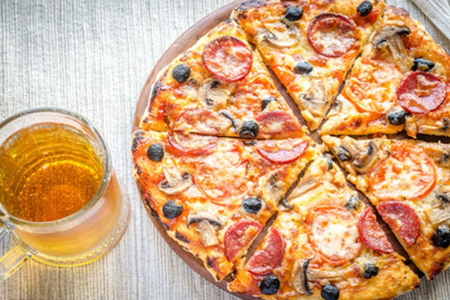 Chicago-Style Pizza, Beer, Cupcakes and Hot Dogs Tour