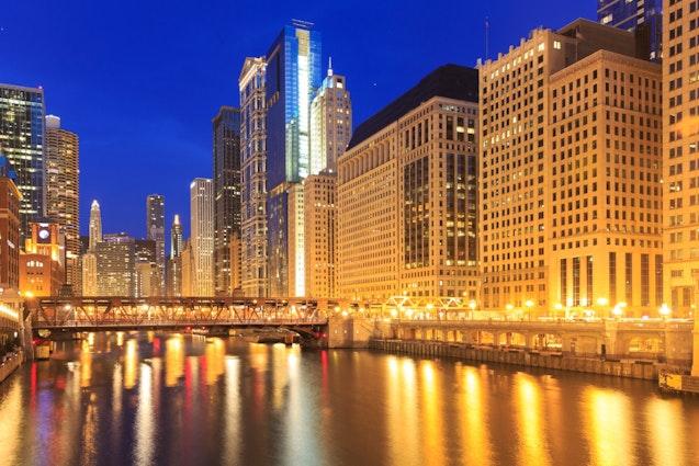 chicago-weird-tours-nighttime-architecture-tour