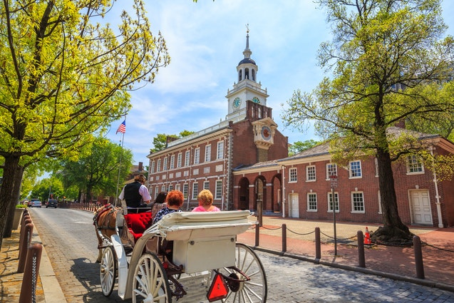 philadelphia-date-horse-carriage